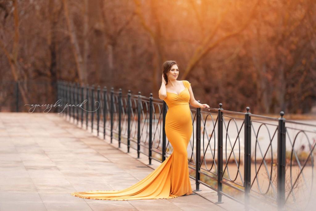 sesja ciążowa brzuszkowa w warszawie w parku w łazienkach
