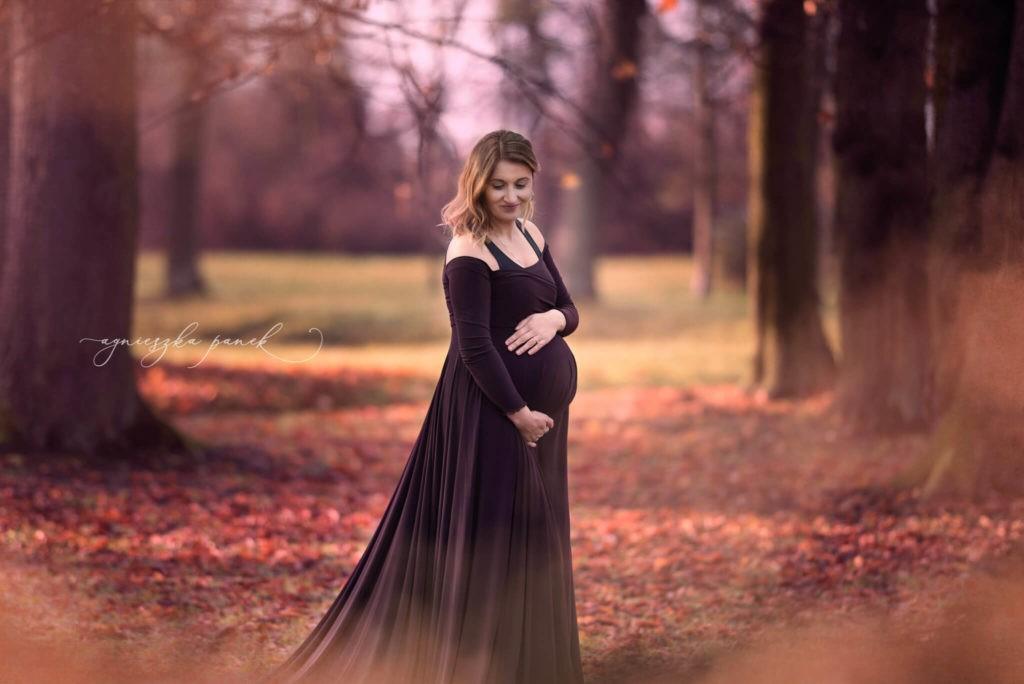 sesja ciążowa brzuszkowa w warszawie w parku